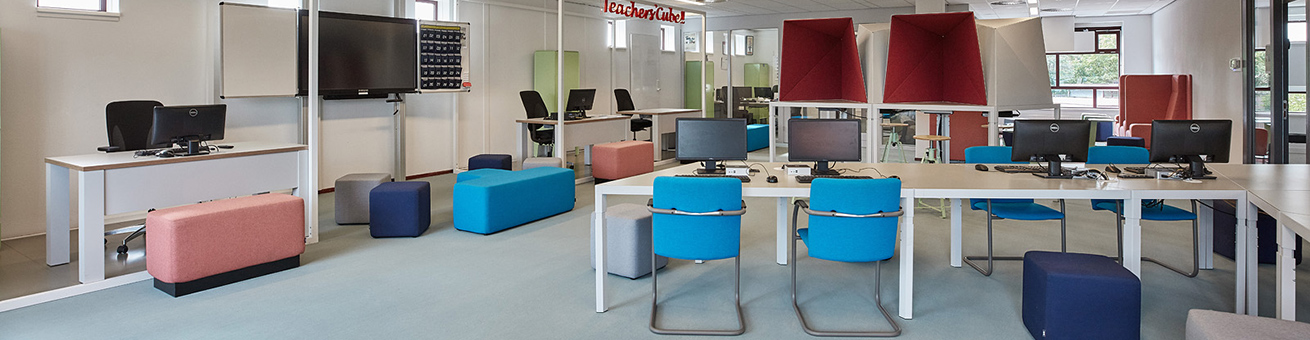 Interior of the Commanderij College with Trigon tables and workstations, Dots and Cole Modus.