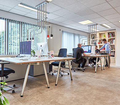 Workplaces at the office of De Creatieve Afdeling with the Aluxx tables, Refinery lamp and 6 Degrees cabinets.