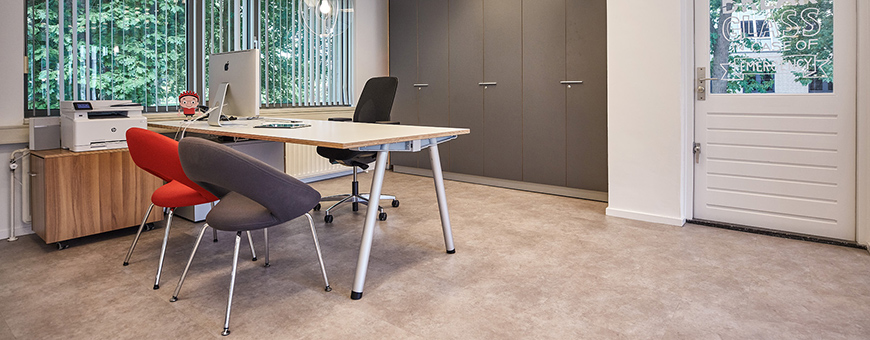 Interior of the office of De Creatieve Afdeling with Aluxx table