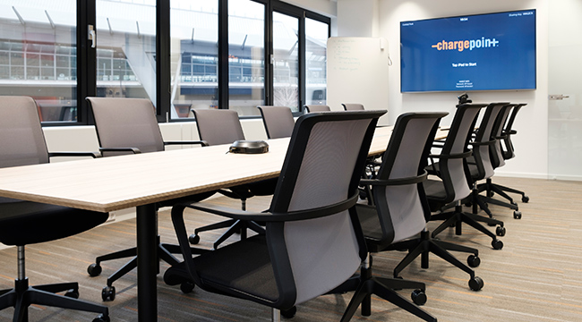 Casus tables from Lande were chosen in the meeting rooms and conference rooms.