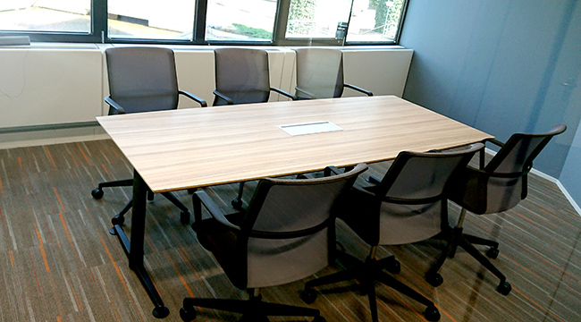 Also a smaller Casus table in a smaller meeting room.