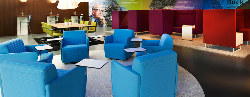 Olli armchairs with in the background 1st Class sofas and Icon Plus chairs at a Teska table